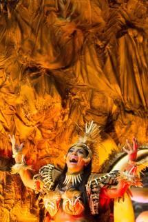 DNT 06-02-2016 SAO PAULO - SP / CIDADES METROPOLE OE / CARNAVAL SP 2016 / ROSAS DE OURO - Escola de samba Rosas de Ouro na primeira noite de desfiles do Grupo Especial no sambodromo do Anhembi em Sao Paulo - FOTO DANIEL TEIXEIRA/ESTADAO